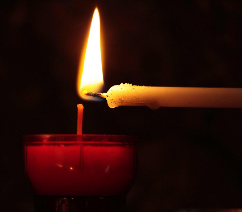 świeczka w ciemności