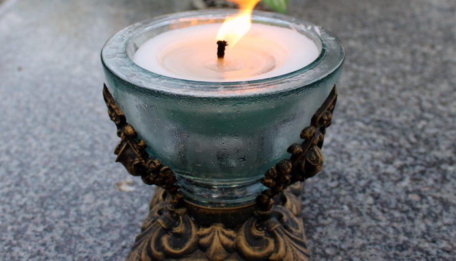 olimpijska świeczka na grobie