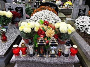 1 listopada ozdobiony grób